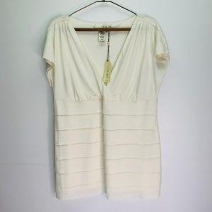 Studio M NWT 2X Plus Ivory Short Sleeve Top V Neck